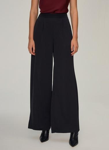 NGSTYLE Yırtmaç Detaylı Pantolon Siyah